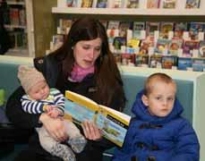Bild: Die neue Bibliothek lockte alle Altersklassen (Foto: Pressestelle)