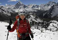 Bild: Gerlinde Kaltenbrunner auf dem Weg zum Gipfel. (Foto: Rolf Dujmovits)