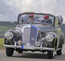 Bild: Die Oldtimer-Rallye macht an der St.-Antony-Hütte Station. (Lions-Club Essen-Süd)