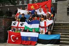 Bild: 150 Jugendliche aus Oberhausen starten in die weite Multi-Welt.