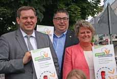 Bild: Oberbürgermeister Daniel Schranz (li.), Andreas Blanke und Sabine Lauxen beim Start der Sauberkeits-Kampagne. (Foto: Stadt Oberhausen)