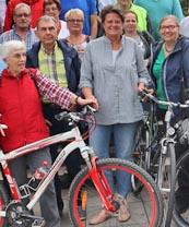 Bild: Beigeordnete Sabine Lauxen mit Teilnehmerinnen und Teilnehmern. (Foto: Stadt Oberhausen)