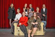 Bild:                     Die Theater-AG des Elsa-Brändström-Gymnasiums spielt