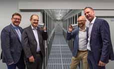 Bild: Die Verbindung steht (v.l.n.r.): Björn Langer (Key-Account-Manager KAMP), Michael Lante (Geschäftsführung KAMP) mit den binary-Geschäftsführern Karsten Kümmerlein und Dieter Homscheidt.