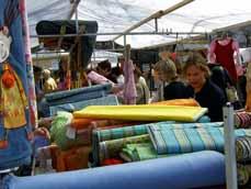 Bild: Der Original Stoffmarkt aus Holland kommt wieder zum Altmarkt.