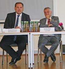Bild:                     Oberbürgermeister Daniel Schranz (li.) und Landesinnenminister Herbert Reul. (Foto: Stadt Oberhausen)