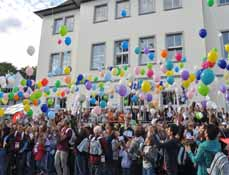 Bild: 350 Jugendliche aus 15 Ländern sind zu Gast in Oberhausen. (Foto: Multi)