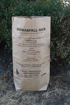 Bild: Soe sieht er aus, der neue Papiersack für Grünabfälle. (Foto: Stadt Oberhausen)