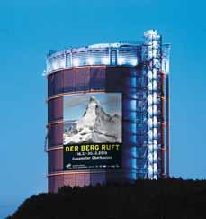 Bild: Höhepunkt der Ausstellung im 100 Meter hohen Luftraum des Gasometers ist eine monumentale Nachbildung des Matterhorns (Foto: Gasometer GmbH)