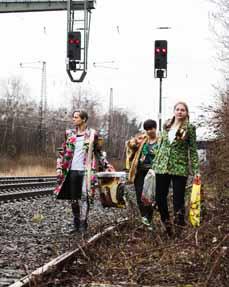 Bild: Susanne Burkhard, Nina Karimy und  Elisabeth Hoppe (v. li.)    (Fotocredit: © Ant Palmer)