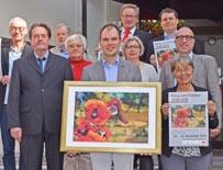 Bild:                     Organisator Konrad Paul (vorne) mit Vertretern von Stadt, Stadtsparkasse, VHS und Kirchengemeinde. (Foto: Stadtsparkasse)