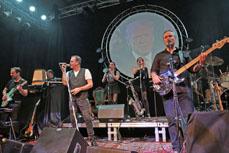 Bild: Floydbox servieren einen musikalischen Leckerbissen mit einer perfekten Bühnenshow.