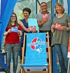 Bild: Das Action-Guide-Team, v. li.: Hannah Langnese, Action-Guide, die Beigeordnete Elke Münich, Klaus Gohlke, Bereichsleiter Jugend/Bildung, und Anja Hermes, Action-Guide.