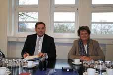 Bild: Oberbürgermeister Daniel Schranz und Umweltdezernentin Sabine Lauxen. (Foto: Stadt Oberhausen)