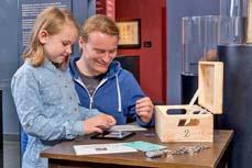 Bild: Kinder knacken knifflige Codes, um das Geheimnis der Kisten zu lüften. (Foto: LVR)