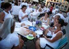 Bild: Eine Party ganz in Weiss.