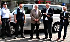 Bild:                     Oberbürgermeister Daniel Schranz (2.v.re) mit Polizeipräsident Ingolf Möhring (Mitte) mit Vertretern von Stadt und Polizei. (Foto: Stadt Oberhausen)