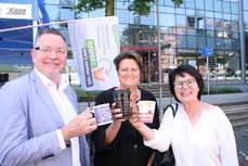 Bild: Markus Werntgen vom Bereich Umweltschutz, die Beigeordnete Sabine Lauxen (mitte) und WBO-Geschäftsführerin Maria Guthoff haben das neue Angebotg vorgestellt. (Foto: Stadt Oberhausen)