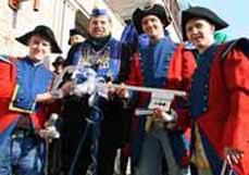 Bild: Oberbürgermeister Daniel Schranz mit seiner uniformierten Leibgarde. (Foto: Stadt Oberhausen)