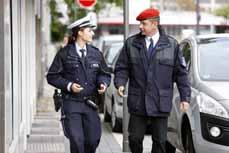 Bild: Polizei und der Kommunale Ordnungsdienst sind bei der Ordnungsoffensive gemeinsamunterwegs.