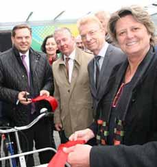 Bild: Oberbürgermeister Daniel Schranz (li.) und die Beigeordnete Sabine Lauxen (re.)bei der Eröffnung der ersten